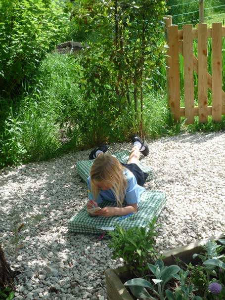 Piddle Valley First School - Studying in the shade.